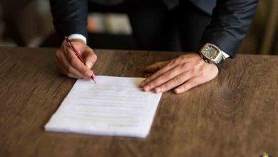 وکیل در حال پاسخ به این سوال که آیا حکم قطعی قابل تغییر است