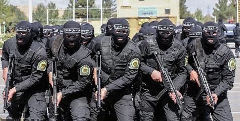 تصویری از چند پلیس مقابله با اشرار